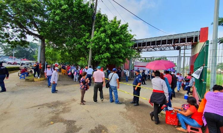 Sigue entrega de apoyos en Tabasco