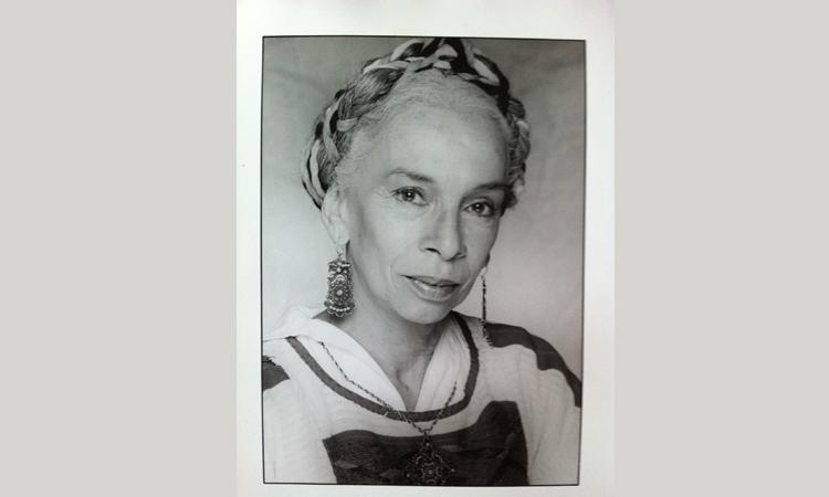 Muere Josefina Echánove