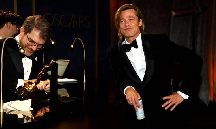 Brad Pitt zurdo