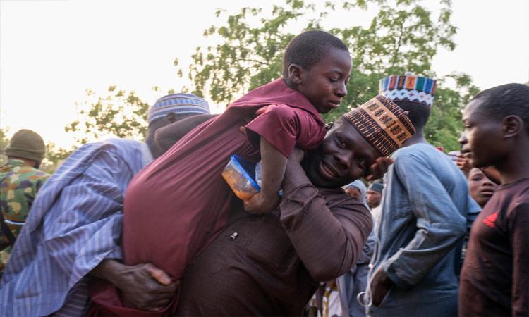 En Nigeria, 300 estudiantes secuestrados ven a su familia