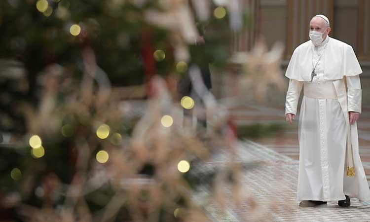 En mensaje navideño, Papa pide a naciones compartir vacunas - Uno TV