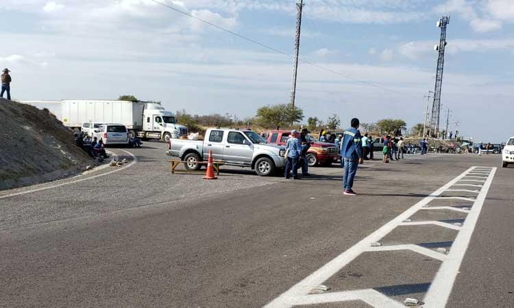 En Tamaulipas cumple 13 días bloqueo carretero
