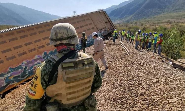 Delincuentes descarrilan en Veracruz tren con autos que iban a Europa