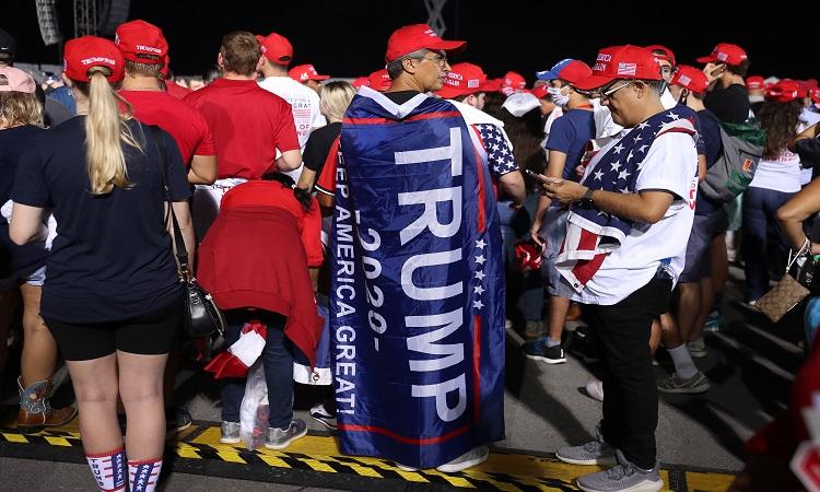 Partidarios de Donald Trump siguen convencidos de su victoria