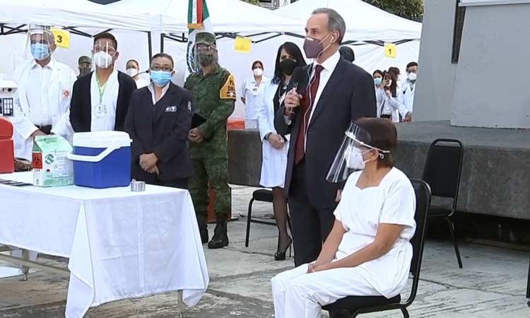 primera mujer vacunada contra covid en México