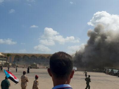 Explosiones en aeropuerto de Yemen; reportan muertos y decenas de heridos