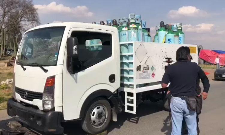 Camión con tanques de oxígeno es robado en Coacalco