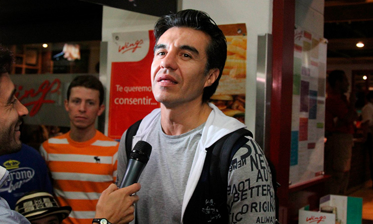 Adrián Uribe, de luto, por la muerte de su papá a causa de COVID-19