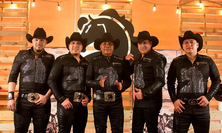 Bronco tiene nuevo integrante; Lupe Esparza le da la bienvenida- Uno TV
