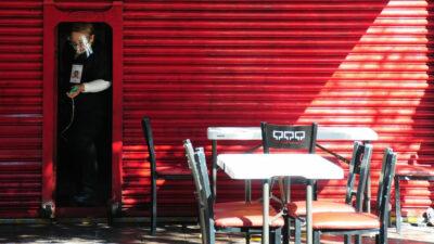 Edomex mantiene semáforo rojo, pero reabre plazas comerciales