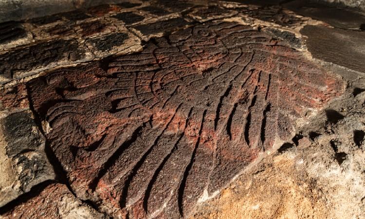 INAH halla bajorrelieve en forma de águila real en el Templo Mayor