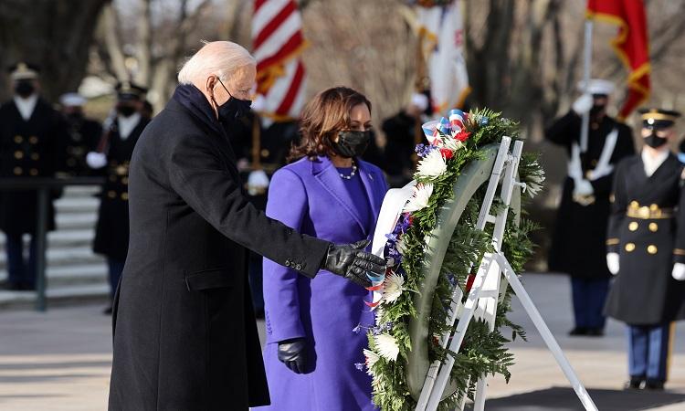 Joe Biden acude a la Tumba del Soldado Desconocido, para depositar ofrenda floral