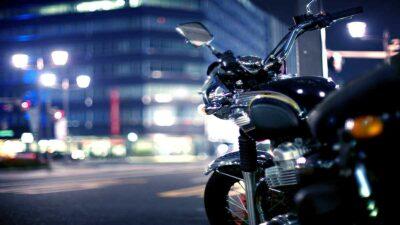 Motocicleta se mueve sola y sorprende a usuarios en redes sociales