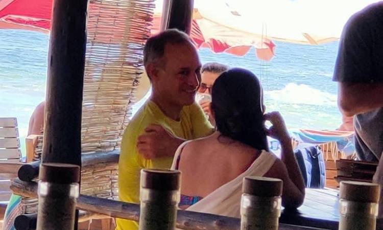 López-Gatell en la playa sin cubrebocas, revelan nuevas fotos - Uno TV