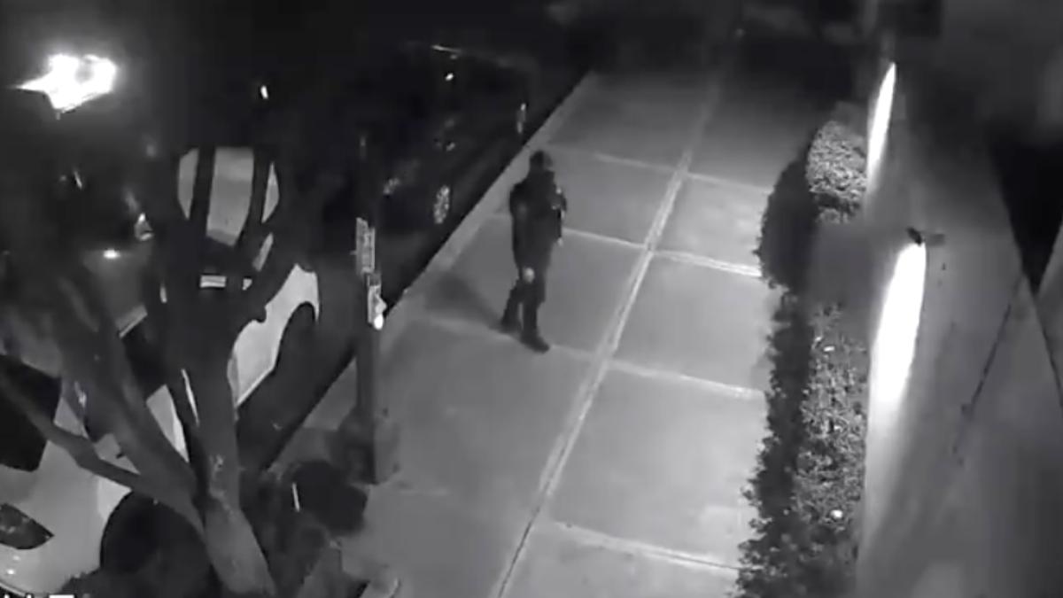 Policía de CDMX roba computadora de auto en la del Valle