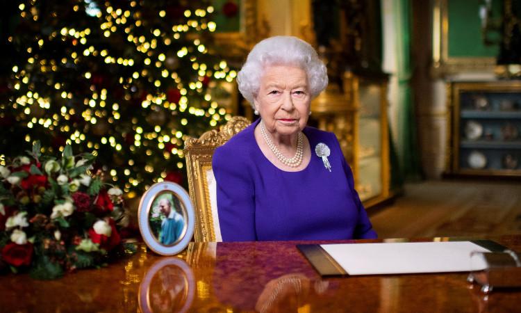 Empleado de la reina Isabel II es condenado a prisión por robo