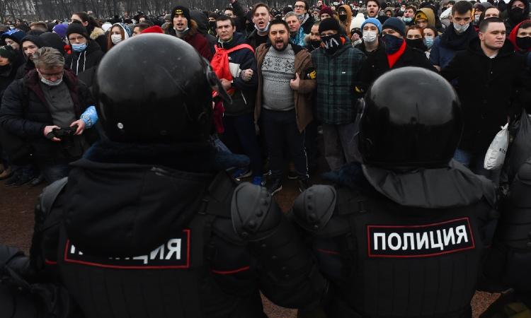 Rusia: Detienen a más de 2 mil en protestas a favor de Alexéi Navalni