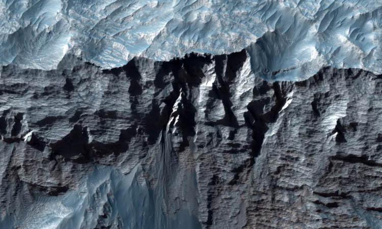 Revelan imágenes del Gran Cañón en Marte