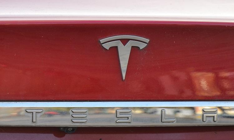 Tesla, de Elon Musk, supera en valor de mercado a Facebook