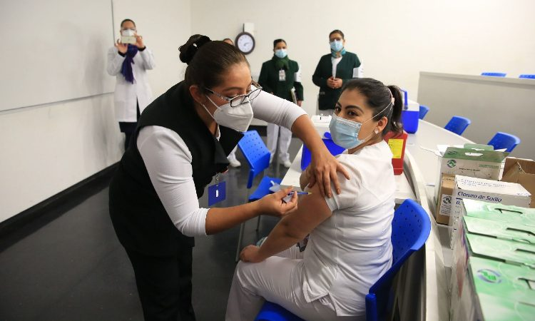 Vacuna anticovid hace reacción adversa en personal de salud de Guerrero