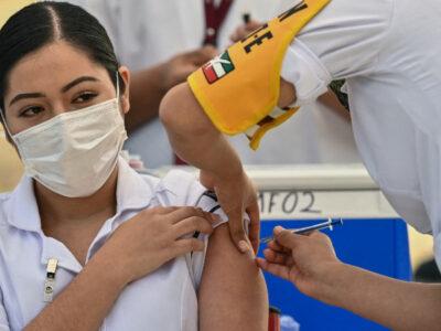 México desplegará mil brigadas para vacunar a médicos en las 32 entidades