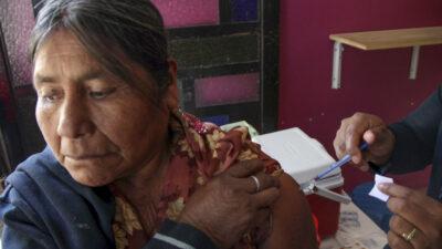 Registro y recomendaciones para vacunar a adultos mayores contra COVID-19, paso a paso