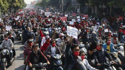 Birmania: Miles se manifiestan contra golpe de Estado