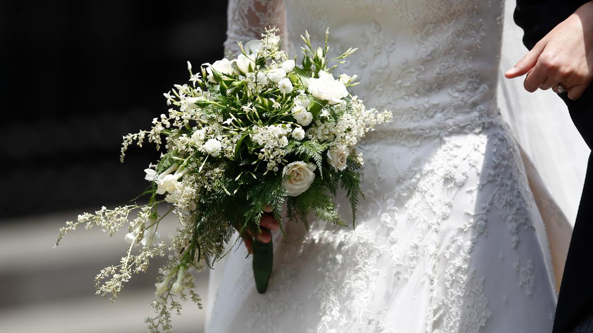 Pareja internada por COVID-19 se casa en hospital de Madrid