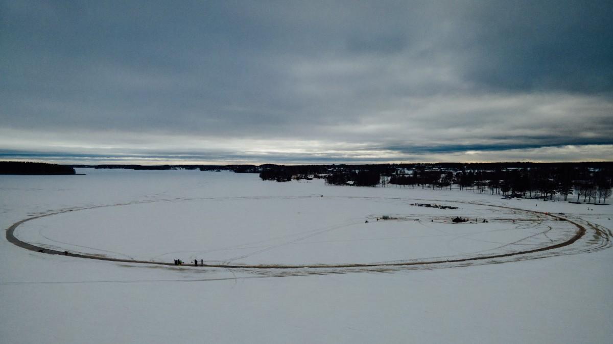 Finlandeses buscan construir el carrusel de hielo más grande del mundo