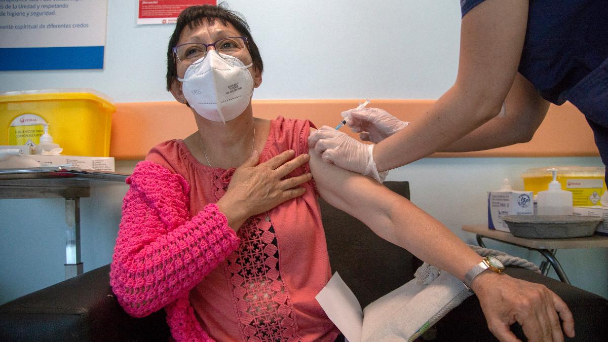 Chile aplica más de un millón de vacunas contra COVID-19 en tan solo seis días