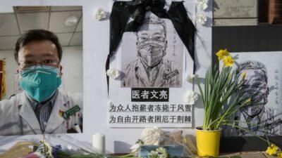 China: rinden homenaje a Li Wenliang, médico que alertó sobre COVID-19