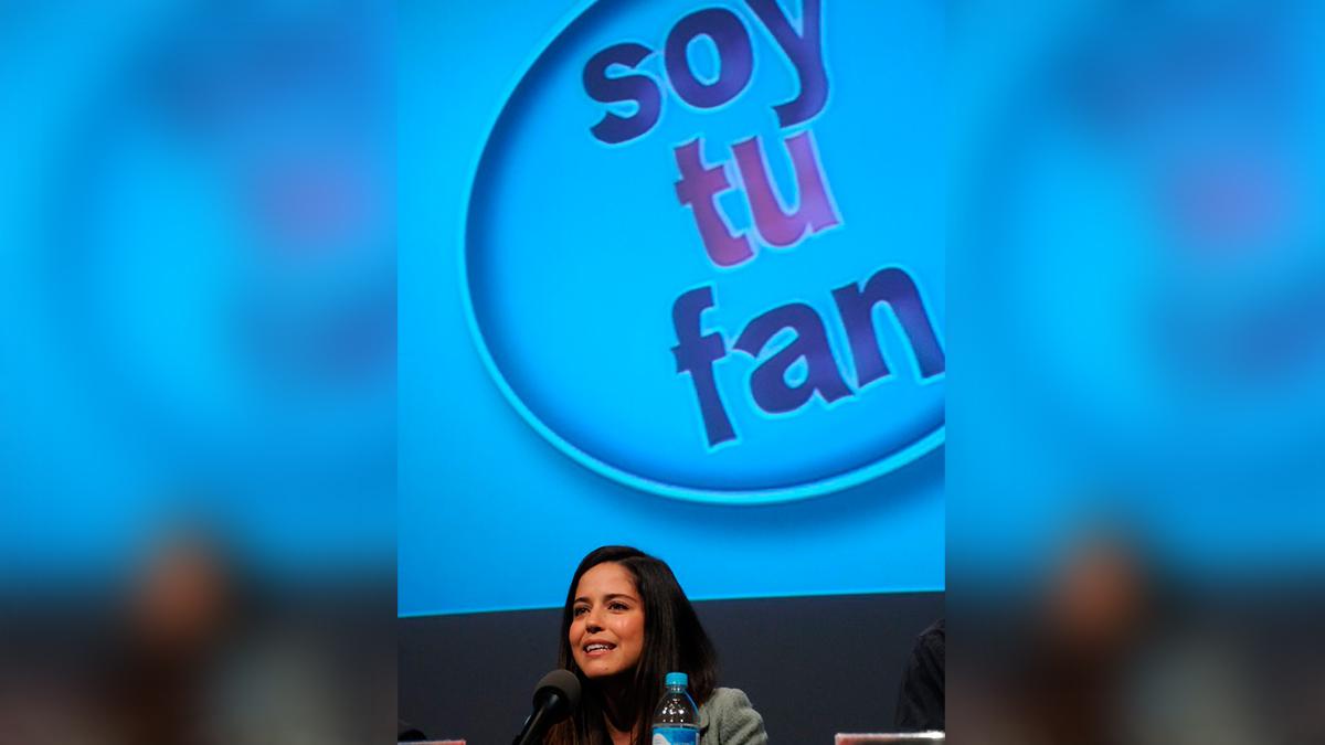"""Soy tu fan: Ana Claudia Talancón comparte foto con el elenco y video con """"Nico"""""""