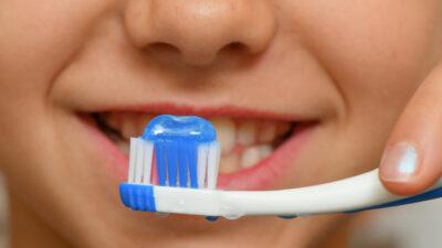 Higiene bucal ayuda a la prevención del COVID-19: Salud Edomex