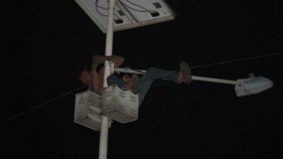 En Edomex, un hombre intentó suicidarse colgándose de un poste de luz