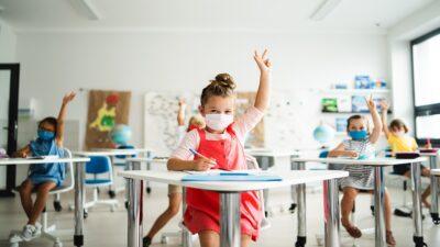 Escuelas particulares anuncian que regresarán a clases presenciales en marzo