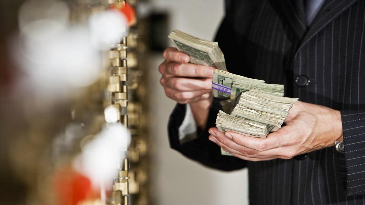 ¿Qué es el lavado de dinero, principal delito que persigue la UIF?