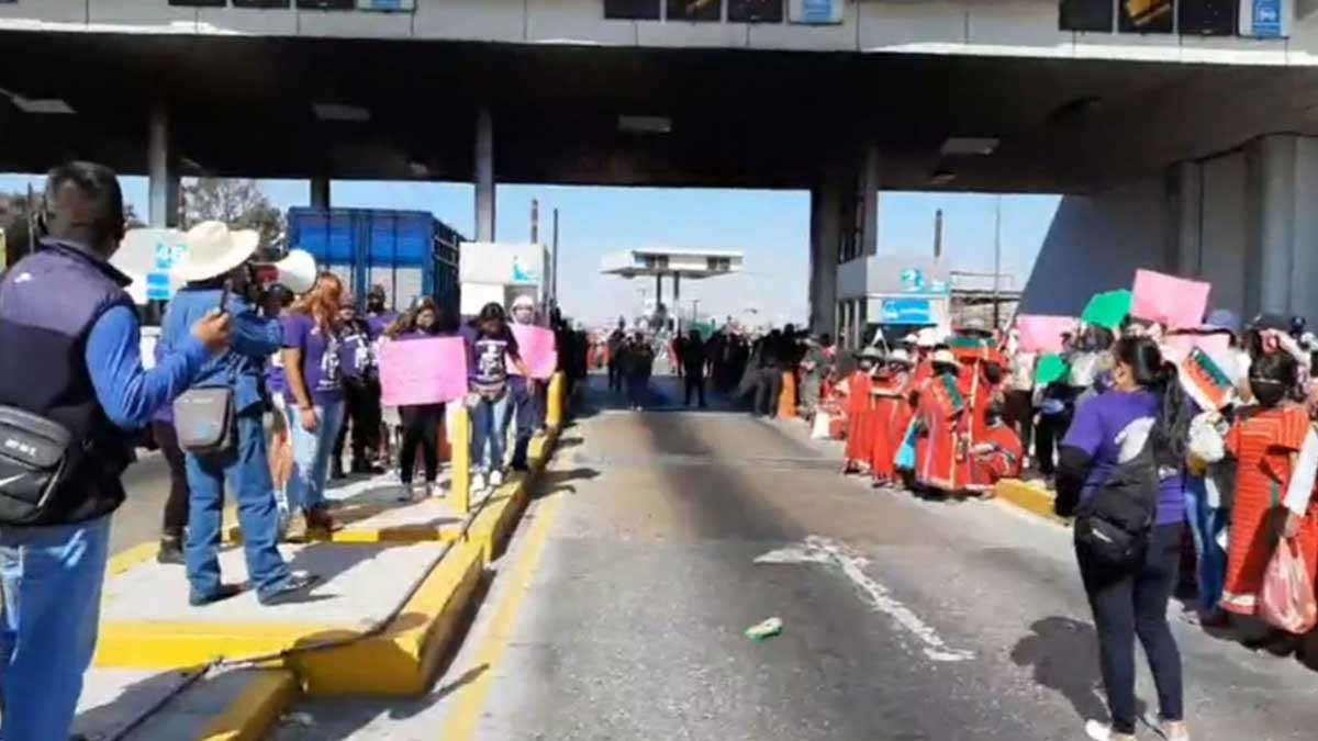 Toman caseta de Amozoc para que liberen a la activista Kenia Hernández