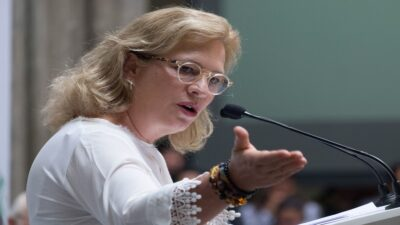 Proponen como embajadora a Josefa González Blanco, extitular de Semarnat