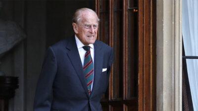 Príncipe Felipe permancerá hospitalizado y está de buen humos