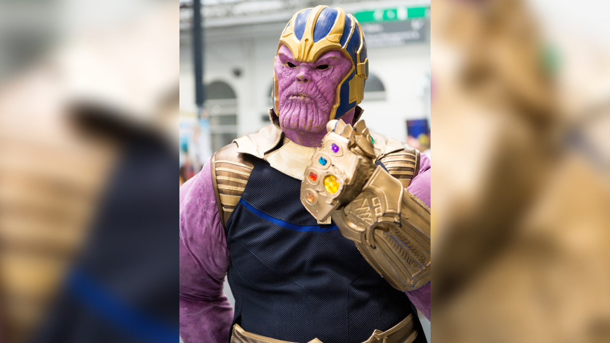 Thanos recibe tremendas patadas de un grupo de niños; su reacción se hace viral