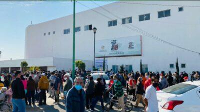 Vacunación de adultos mayores en Ecatepec genera caos