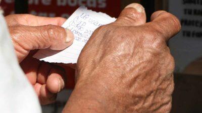 Los adultos mayores deberán llevar una identificación y un comprobante de domicilio. Foto: Cuartoscuro/Archivo