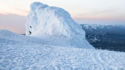 Así se ve el volcán de hielo de Kazajistán