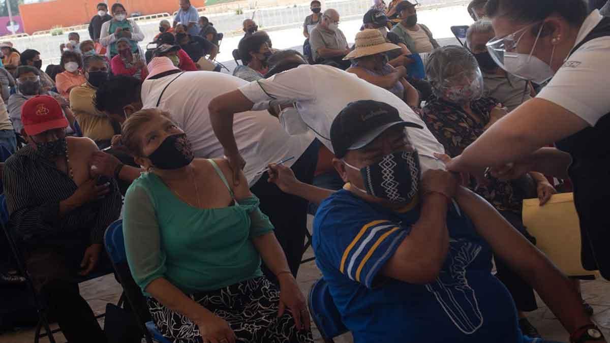 Edomex inicia aplicación de vacunas contra COVID-19 a adultos mayores en Huixquilucan