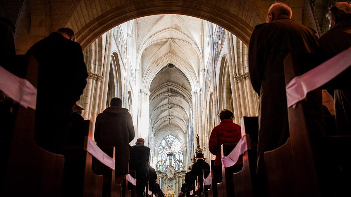 El Vaticano rechaza bendecir matrimonios homosexuales