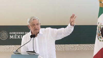 No es por miedo: AMLO explica instalación de vallas en Palacio Nacional