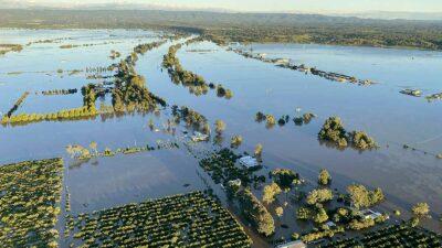 Las lluvias torrenciales que han caído en la región inundaron ciudades, destrozaron cultivos y provocaron dos muertos.