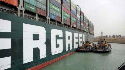 Por el Canal de Suez pasa un 10% del comercio marítimo internacional. Foto: AFP
