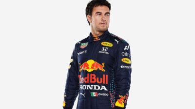 Checo Pérez y Red Bull presumen nuevo uniforme para la temporada 2021 de la F1