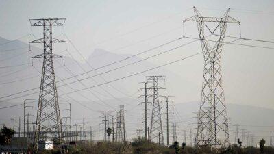 El juez federal cree que la aplicación de la Ley de la Industria Eléctrica puede afectar la competencia. Foto: Reuters
